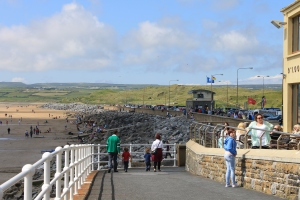 Lahinch :: Sun and Lots of People
